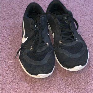 Black nike flex sneakers